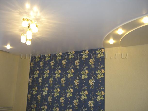 Натяжной потолок по технологии Ultra Slim в интерьере гостиной своими руками фото