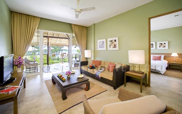 Как правильно подобрать цвет обоев в гостиную