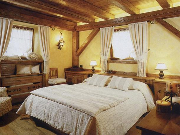 Как подобрать шторы для спальни в деревенском стиле