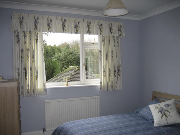 Как подобрать нетрадиционные шторы в спальню